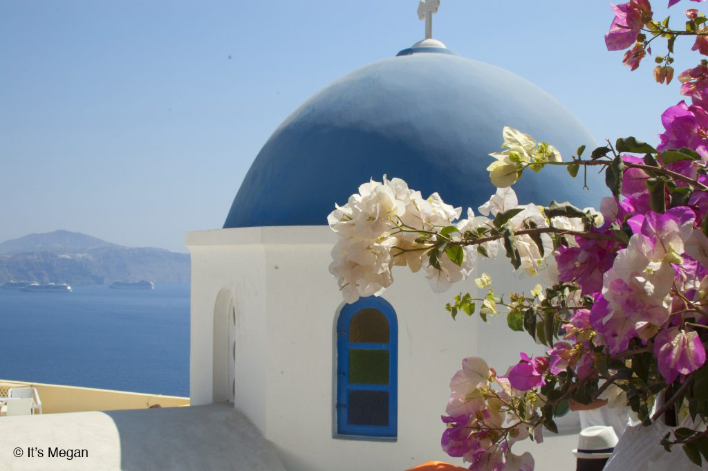 Oia Church | It's Megan Lifestyle Blog | #Santorini #oia #greece #greekislands #travel