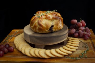 Baked Brie Wrapped in Pastry | It's Megan | #brie #cheese #bakedbrie #hosting #parties #dinnerparty